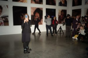 White Cube, Trace Emin takes a snap of photographer, Alex Schneideman
